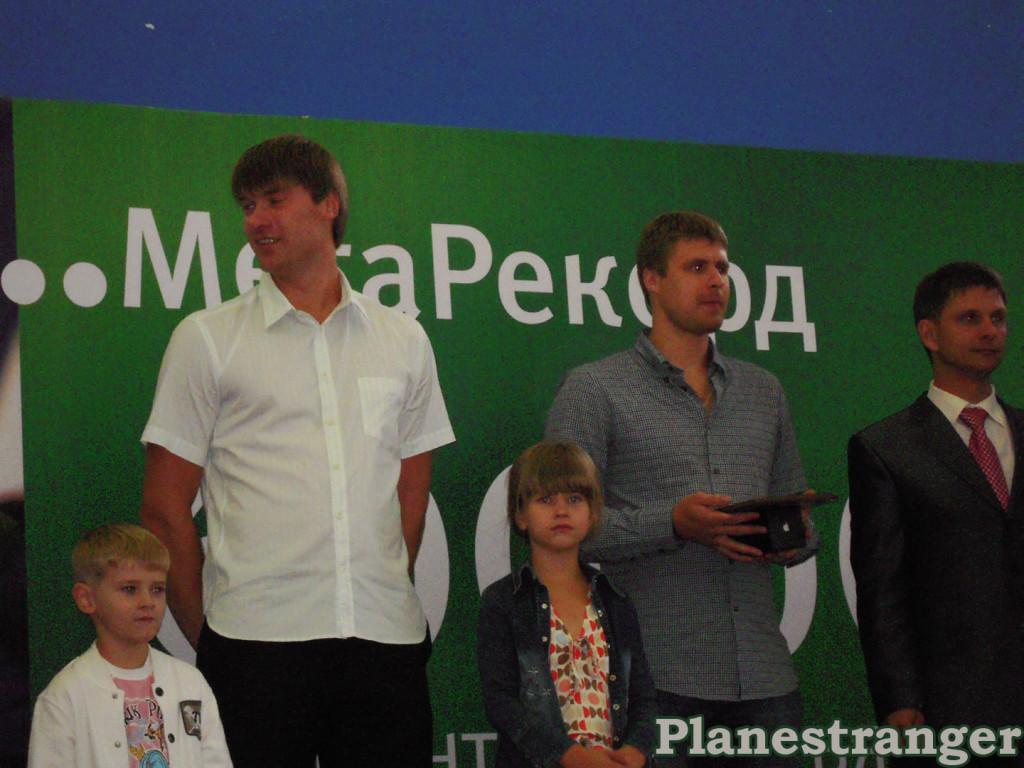 Василий Кошечкин и Илья Брызгалов во время торжественной речи