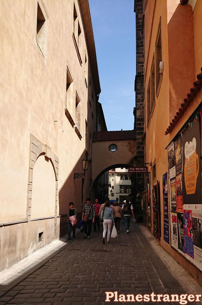 prague old town narrow walking street прага старый город узкая пешеходная улица